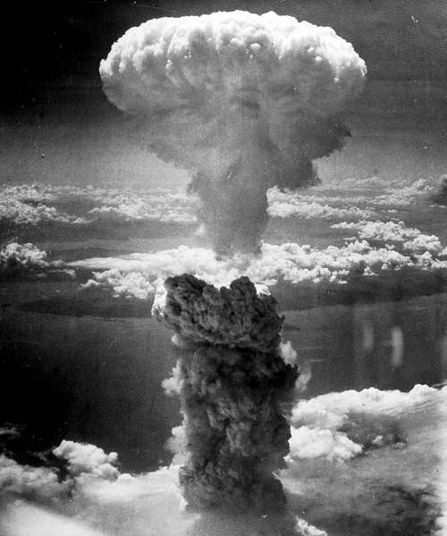 長崎に原爆投下